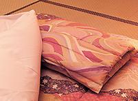 すべてのお部屋に健康布団や安眠枕